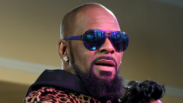 Chicago Police Responding to Tip Search Home of R. Kelly