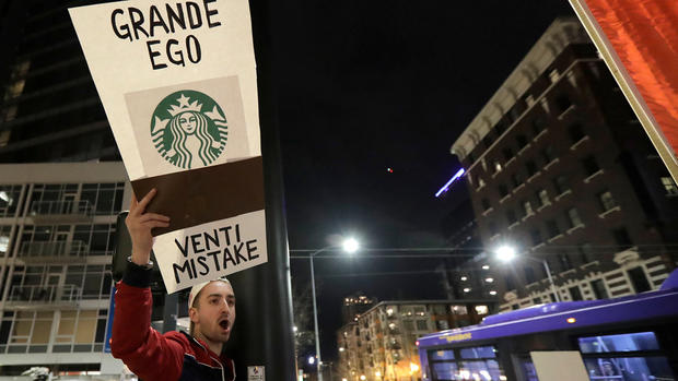 Top News Photos: Starbucks CEO Off to Rocky Campaign Start
