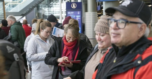 Travelers stranded as Icelandic WOW budget airline collapses