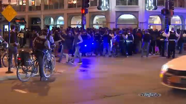 [CHI] Dozens Arrested After Teens Converge on Downtown