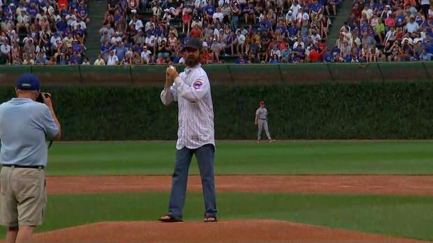 [CHI] WATCH: Alligator Catcher Frank Robb Throws 1st Pitch at Cubs Game