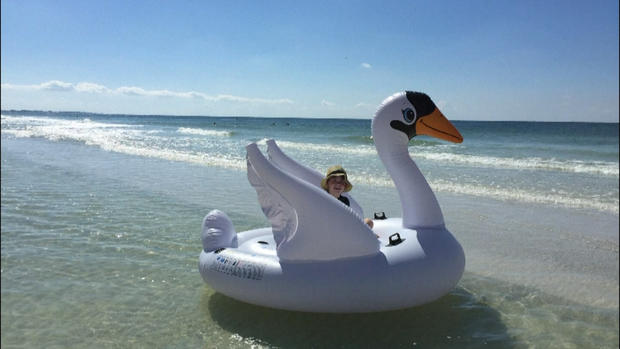 [NATL] Boy, Mom Drift to Sea in Giant Inflatable Swan