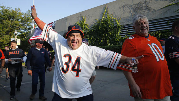 [CHI] Bears Fans Get Into Tailgating Spirit