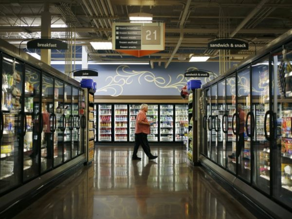 Mariano's parent Kroger weighs widening a ban on Visa credit cards