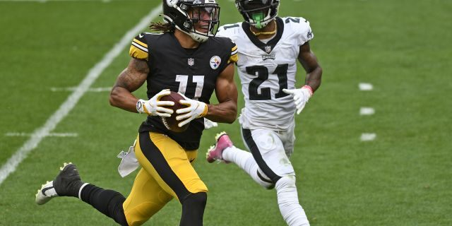Pittsburgh Steelers wide receiver Chase Claypool (11) beats Philadelphia Eagles strong safety Jalen Mills (21) to the end zone for a touchdown during the first half of an NFL football game in Pittsburgh, Sunday, Oct. 11, 2020. (AP Photo/Don Wright)