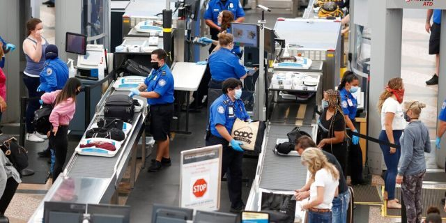 The TSA has had 2,493 federal employees test positive for the coronavirus since the beginning of the pandemic in March.(AP Photo/David Zalubowski, File)