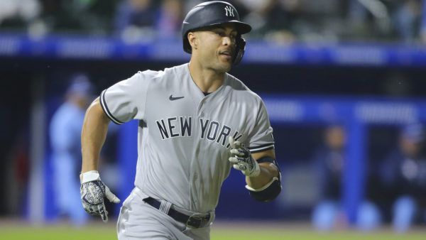 Stanton HR, triple play key Yankees' 8-4 win over Blue Jays