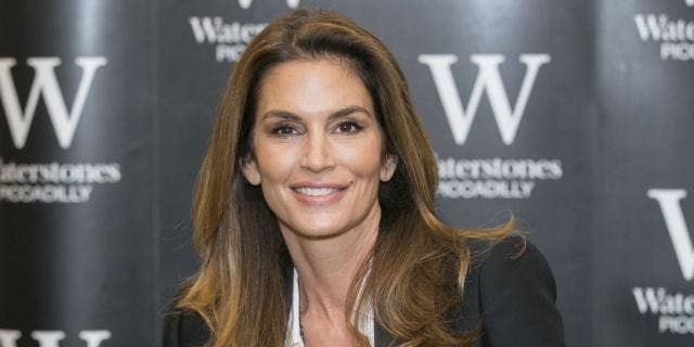 Cindy Crawford knows a thing or two about striking a pose.