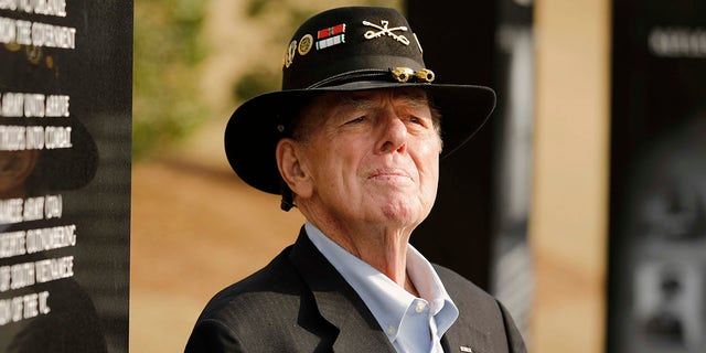 Author Joe Galloway talks to reporters after services for retired Lt. Gen. Hal Moore, Friday, Feb. 17, 2017, in at Fort Benning, Ga. (Todd J. Van Emst/Opelika-Auburn News via AP)