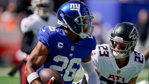 Giants' Saquon Barkley leaps for 1st TD since 2019 season